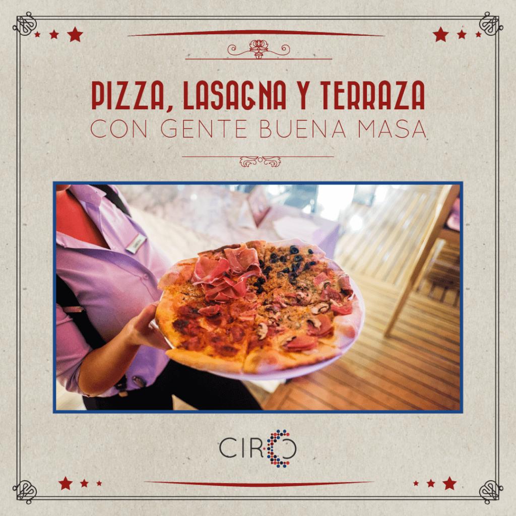 Pizza y lasagna en terraza en CIRCO Zona G