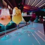 Cocteles refrescantes y coloridos en CIRCO Cali